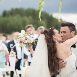 Pocałunek - zdjęcie ślub plenerowy